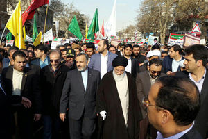 عکس/ آیتالله علمالهدی در راهپیمایی مشهد