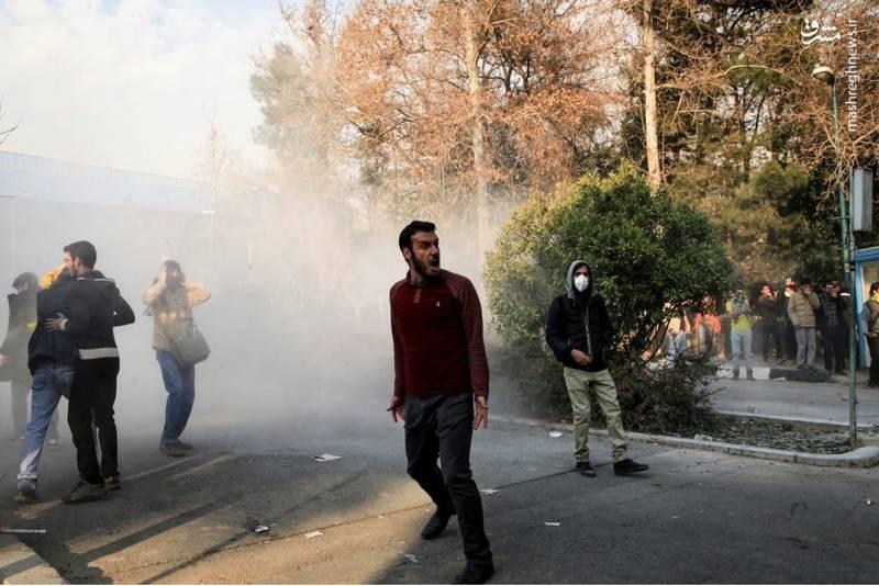 اعتراضات اقتصادی در ایران با دخالت چند کانال تندرو در شبکههای اجتماعی به آشوب کشیده شد.
