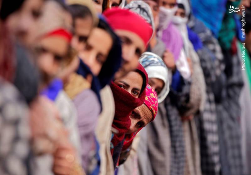 مراسم تشییع نورمحمد، جوان شبهنظامی که در درگیری با پلیس هند در کشمیر کشته شد.