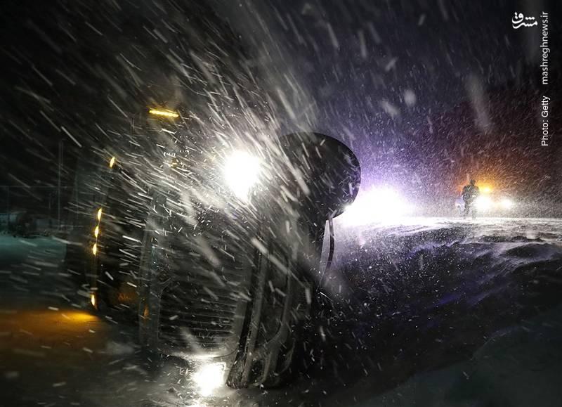 موج شدید سرما در آمریکا و اروپا موجب جانباختن تعدادی کارتنخواب و موانعی در عبور و مرور شد.