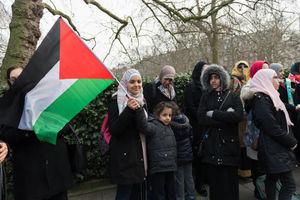 عکس/ برپایی تظاهرات مقابل سفارت آمریکا در لندن
