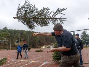 عکس/ مسابقه پرتاب درخت