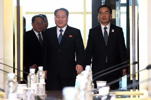 عکس/ نخستین گفتگو بین دو کره پس از ۲ سال
