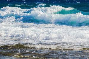 فیلم/ لب این ساحل کف می کند!