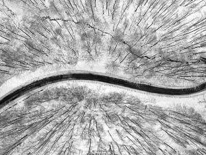 تصویر هوایی از طبیعت زمستانی جاده اسالم