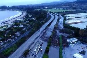 فیلم/ سیل و طوفان آزادراه کالیفرنیا را بست