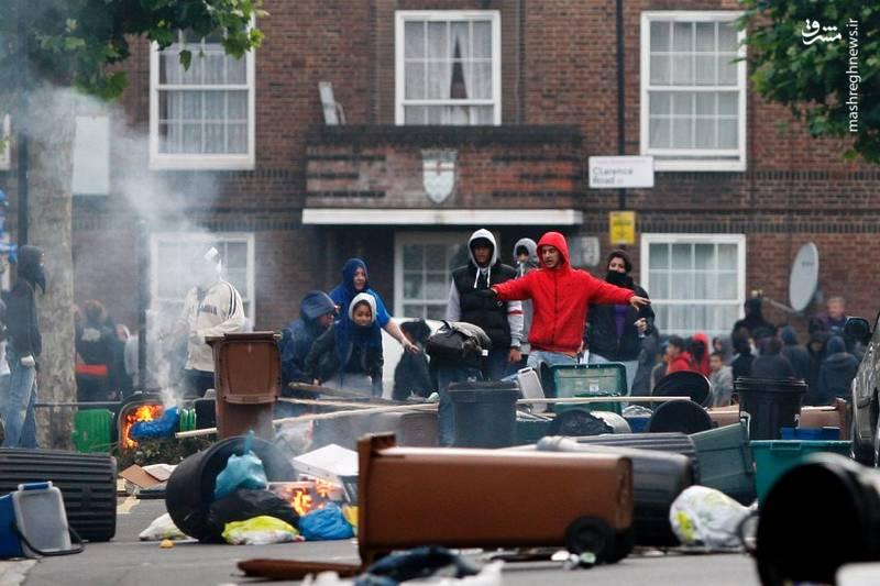 پلیس و دادگاههای بریتانیا با آشوبهای خیابانی چگونه برخورد کردند