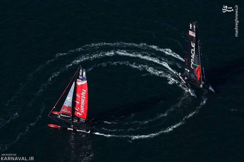مسابقه قایق رانی   آمریکا/قایق های تیم امارات متحده عربی و کمپانی اوراسل (Oracle) را در جام قایق رانی آمریکا (America's Cup World Series) مشاهده می کنیم.