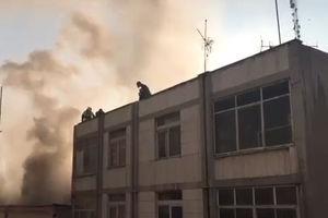 فیلم/ آتشسوزی ساختمانی در خیابان انقلاب