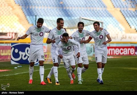 ادامه روزهای خوش قلعهنویی در اصفهان/ تساوی پدیده لیگ در خانه