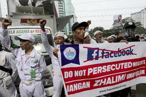 فیلم/ تظاهرات علیه فیس بوک