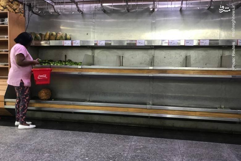 خالی ماندن برخی قفسه ها در فروشگاه های کاراکاس