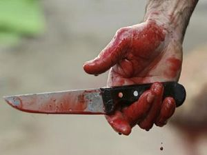 ضربه مرگبار چاقو گردن مرد جوان را درید