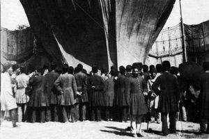 عکس/ پرواز دادن بالن در تبریز؛ سال ۱۲۷۳