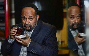 """احمد مهرانفر با گریمى جالب، در نمایى از فیلم """"خجالت نکش"""