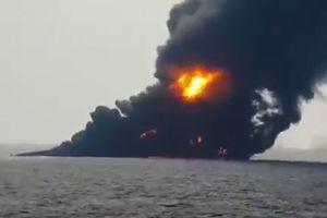 فیلم/ نفتکش ایرانی غرق در آتش و دود
