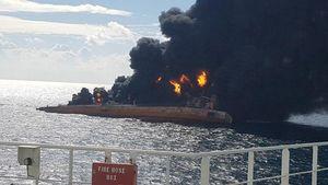نفتکش ایرانی در حال غرق شدن