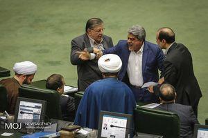 عکس/ درگیری لفظی نماینده مجلس با وزیر بهداشت