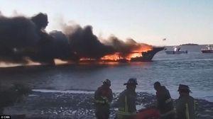 آتشسوزی کشتی تفریحی در آمریکا