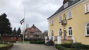 عکس/ پرچم نیمه افراشته سفارت ایران در دانمارک