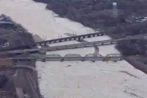 فیلم/ یخ زدن رودخانه پنسیلوانیا