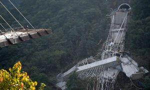 عکس/ 10کشته بر اثر فرو ریختن یک پل