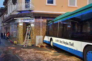 عکس/ 20زخمی در پی تصادف اتوبوس مدرسه