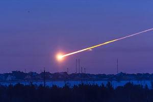 فیلم/ تصاویری از انفجار شهاب سنگ در آسمان میشیگان