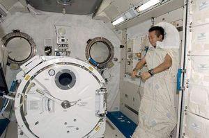 خوابیدن فضانوردان