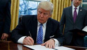 ترامپ، قانون تجسس از شهروندان را امضا کرد
