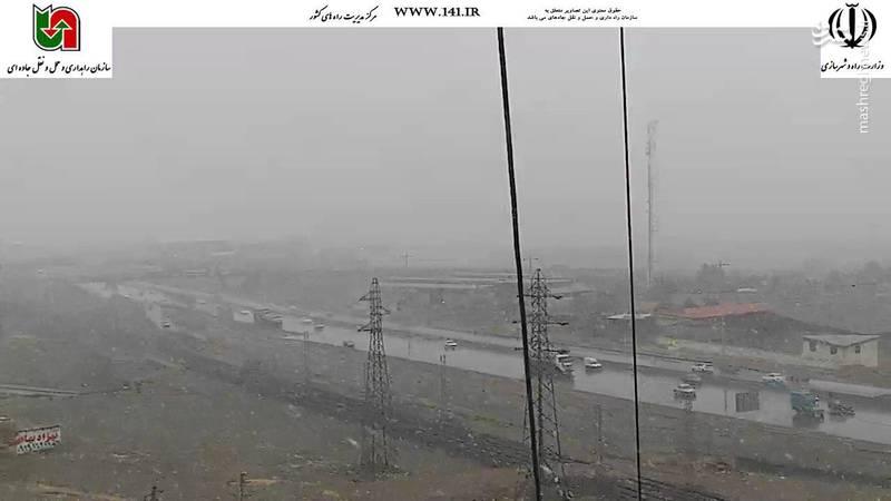 آزادراه قزوین بارش برف 30دیماه ساعت:09:20