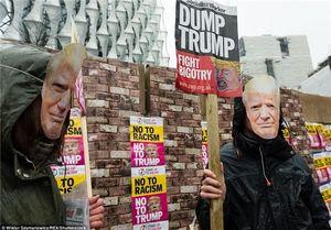 شعار «ترامپ برو گمشو» در لندن +عکس