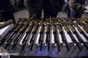 سلاح های کشف شده از اراذل تهرانی