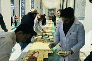عکس/ کیک  ۶۹ متری در حرم حضرت زینب(س)