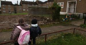 نزدیک به نیمی از کودکان لندن، بیرمنگام و منچستر در فقر زندگی میکنند+ آمار