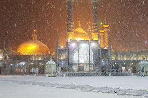 بارش برف در حرم حضرت معصومه (س)