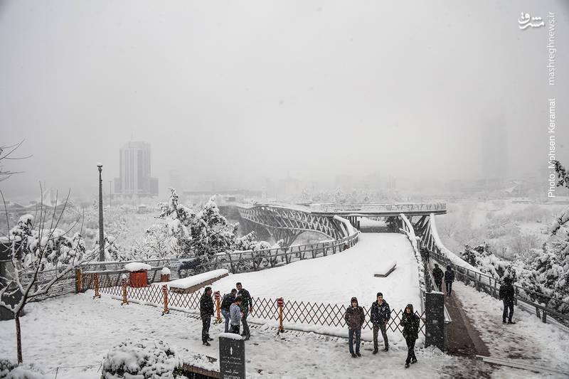 تعطیلی پل طبیعت بعلت بارش برف