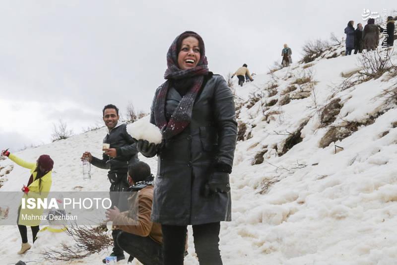 بارش برف در منطقه تاراز، در ۱۳۰ کیلومتری شمال شرق مسجدسلیمان