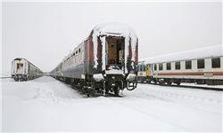 توقف قطار قم-مشهد و بلاتکلیفی مسافران