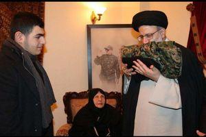 عکس/ هدیه خانواده شهید حزبالله لبنان به رئیسی