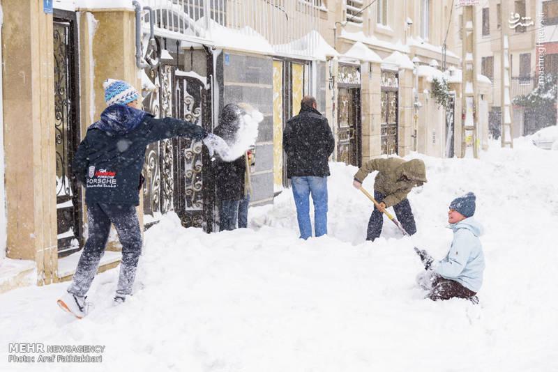 برف بازی کودکان خوشحال
