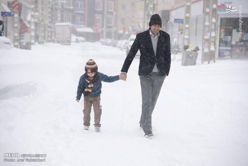 پدر و پسر در برف
