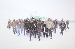 تشییع شهید مدافع حرم در بارش برف