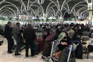 عکس/ سرگردانی مسافران در فرودگاه بغداد