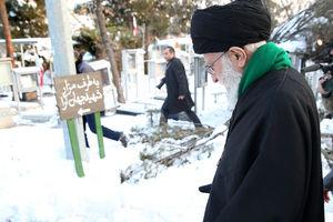 عکس/ حضور رهبر انقلاب بر مزار پدر موشکی ایران