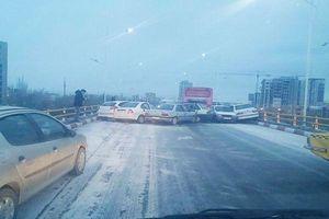 تصادف زنجیره ای ۳۰ خودرو در همدان