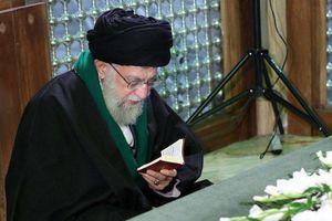 عکس/ حضور رهبر انقلاب بر مزار هاشمی رفسنجانی