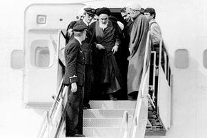 فیلم/ لحظه تاریخی ورود امام به وطن