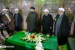 عکس/ تجدید میثاق آملی لاریجانی با آرمانهای امام راحل