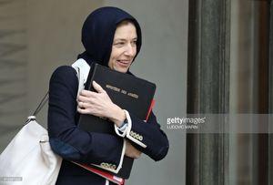 عکس/ روسری سَر کردن وزیر دفاع فرانسه